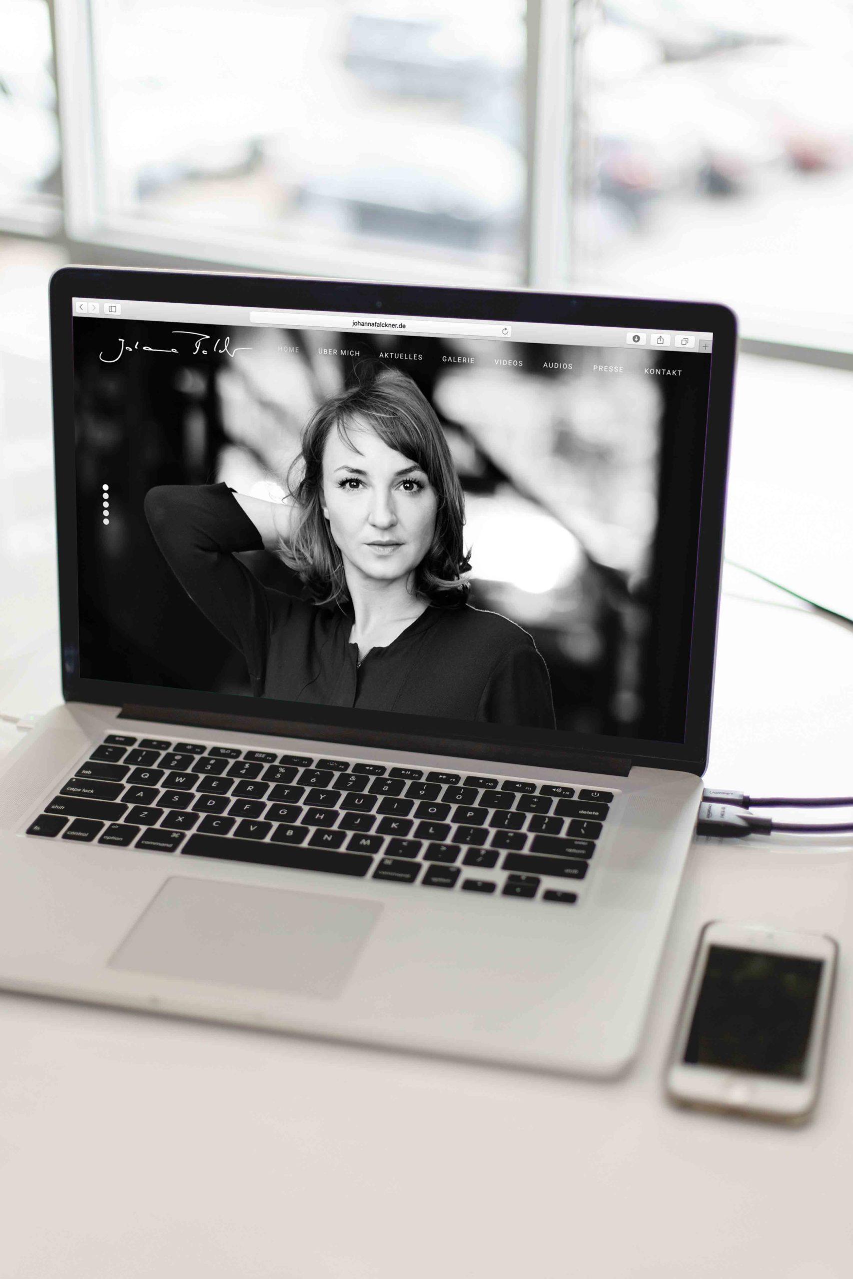 Johanna Falckner Startseite-Laptop